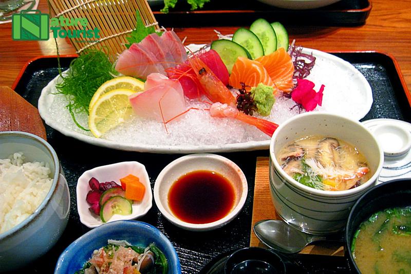 Nếm thử món Sashimi khi đến Jeju Hàn Quốc
