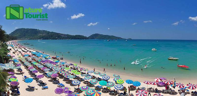 Bãi biển Patong náo nhiệt cả ngày lẫn đêm