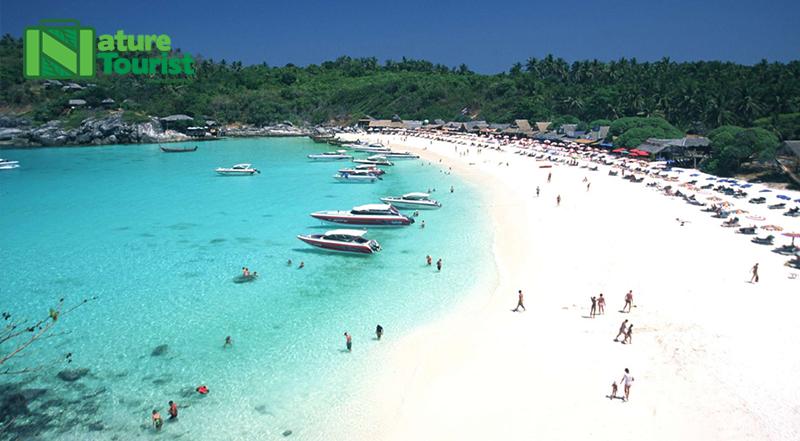Bãi biển Kata là một trong những điểm dừng chân phổ biến của du khách vì nó là một trong những bãi biển đẹp nhất Phuket