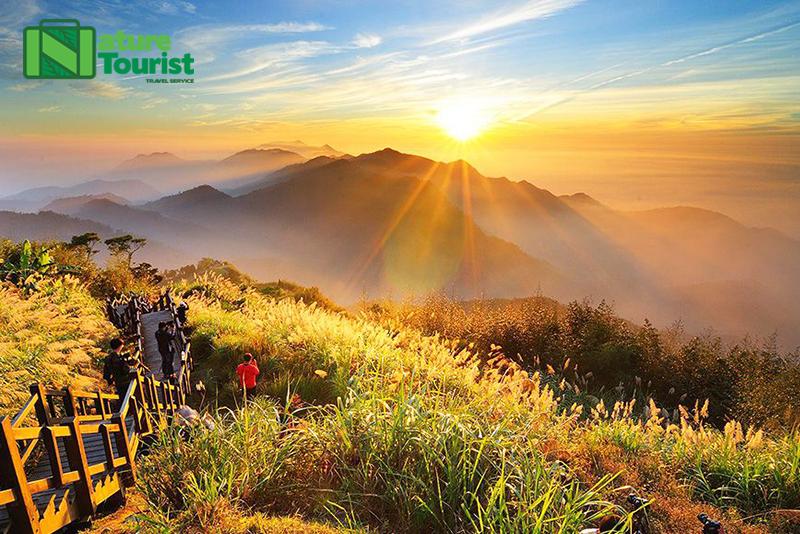 Cảnh hoàng hôn mơ mộng tuyệt đẹp trên đỉnh A Lý Sơn